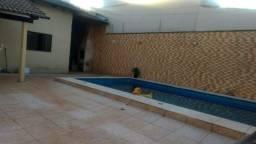 Vendo ótima casa com piscina