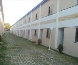 Aluga- se Casa condomínio fechado maracanau
