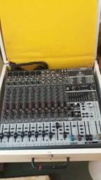 Mesa de som e 2 caixa de som