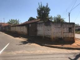 Casa popular em lote de 270m² no bairro esperança em Curvelo
