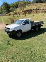 Hilux 4x4 Diesel com carroceria de madeira e ar condicionado