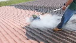 Limpeza de telhado com hidrojateadora.