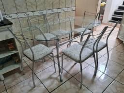 Mesa com 6 cadeiras seminova