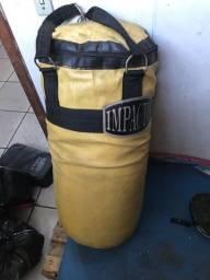 Vendo saco de porrada mais aparadores e manoplas