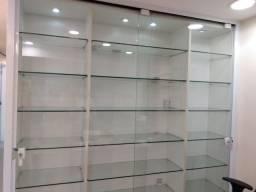 Vitrine expositora em MDF com Prateleira de vidros