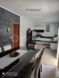 Título do anúncio: Casa com 3 quartos - Bairro Jardim das Esmeraldas em Goiânia