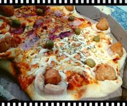 Pizzaria/ Pizza com Borda de Coxinha e Catupiry