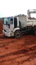 Caminhão caçamba - 2010