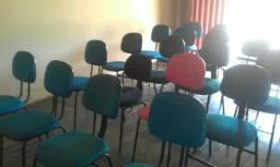 Vendo 21 cadeiras por 1.200 tds, e também vendo separadas por 60 reais esta bem conservada