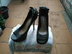 Sapato Preto de Laço
