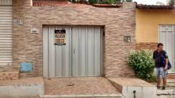 Casa de três quartos e três banheiros Na Rua Paulo Batista, Pajuçara