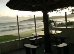 Título do anúncio: Casa com pé na Areia _ Frente a praia_Perequê - Porto Belo