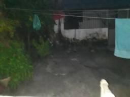 Alugo casa localizada no bairro do sideral