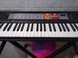 Vendo um teclado semi-novo valor