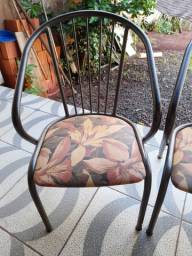 Duas Cadeira de Varanda de Ferro com estofado floral