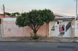 Título do anúncio: Casa com amplo quintal no Jardim Nova Suiça em Limeira, Sp