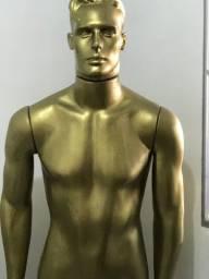 Manequim masculino dourado