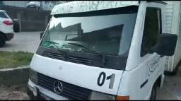 Caminhão Baú Mercedes D180 ano 1996