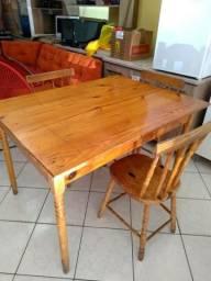 Mesa usada om 3 cadeiras