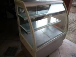 Balcão refrigerado para tortas e doces