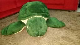 Tartaruga de pelúcia grande