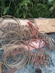 Vendo quadros,rodas,garfos de bicicletas antigas