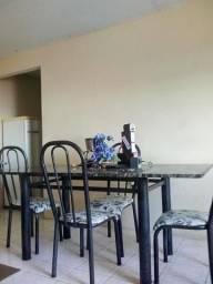 Vendo mesa com 6 cadeiras bem conservada