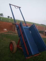 Vende-se uma carroça preparada boi e cavalo