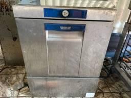 Vende-se uma lavadora de louça profissional com controlador de água