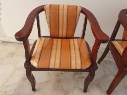 2 cadeiras de madeira