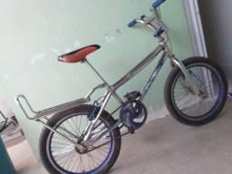 Vende-se bicicleta aro 20...$250