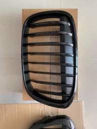 Grade Frontal Preta da BMW X1