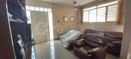 Título do anúncio: Casa com 4 quartos - Bairro Setor Bueno em Goiânia