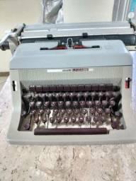 Vende-se Máquina de Escrever Olivetti