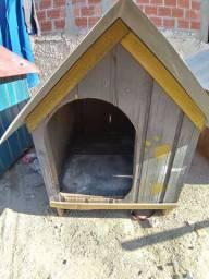 Casinha de cachorro amarela pequena