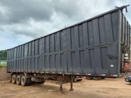 Carreta LS com bau para transporte de carvão