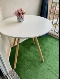 Título do anúncio: Mesa com tampo branco 82cm usada poucas vezes