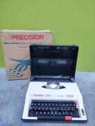 Máquina de escrever portátil sendo Precision 5000 - Super Deluxe em sua caixa original,