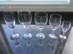 Conjunto incompleto de taça de cristal