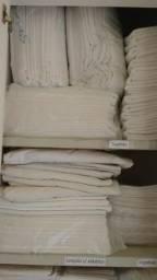 Roupas de cama brancas para pousada