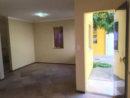 Casa duplex no Condomínio Campos na Coroa do Meio.