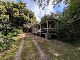 Velleda oferece terrenão c/ casa, galpão e arborizado em condomínio fechado