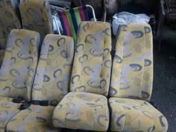 Bancos de micro ônibus.