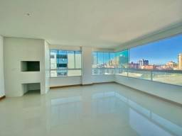 Amplo apartamento com vista definida para praça do Mini Golf!