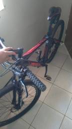 """Título do anúncio: Bike Venzo Aquila Aro 29, quadro 19"""" de Alumínio - Novíssima."""
