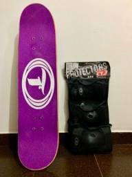 Skate + kit de proteção pouco usados