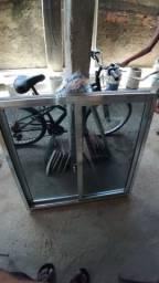 Janela 1,20x 1,00 com vidros fumê