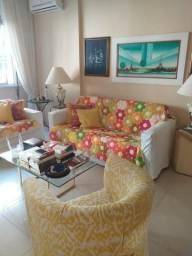Copacabana 2 quartos , quadrissima da praia 100 metros do metro, vista mar, rua arborizada