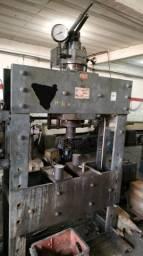 Torno mecânico e 1 prensa de 100 toneladas