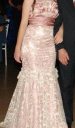 Vestido longo de festa rosa de renda